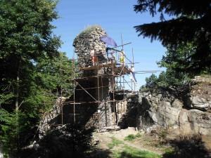 konzervace nejvyššího torza zdi hradního paláce